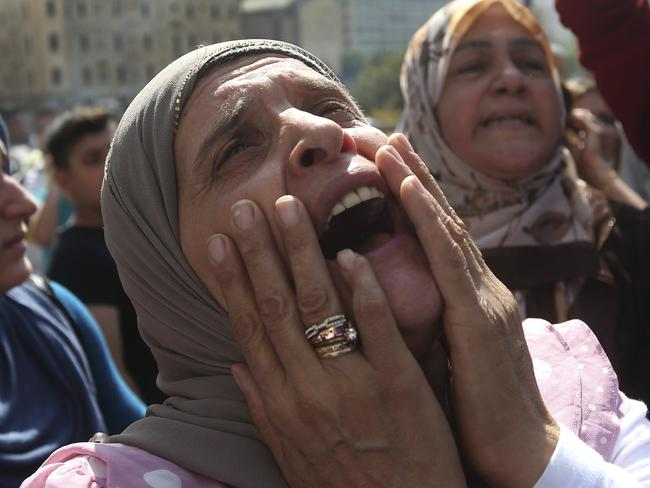 The mother of a Lebanese soldier kidnapped by IS protests in front of the government building in Beirut.