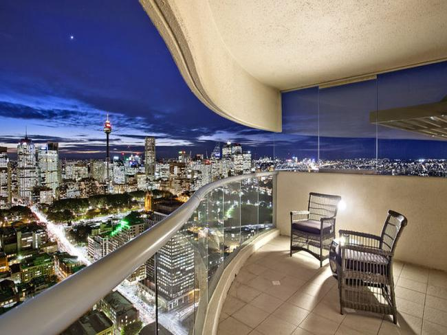 Sydney real estate: penthouse apartment with Harbour views ...