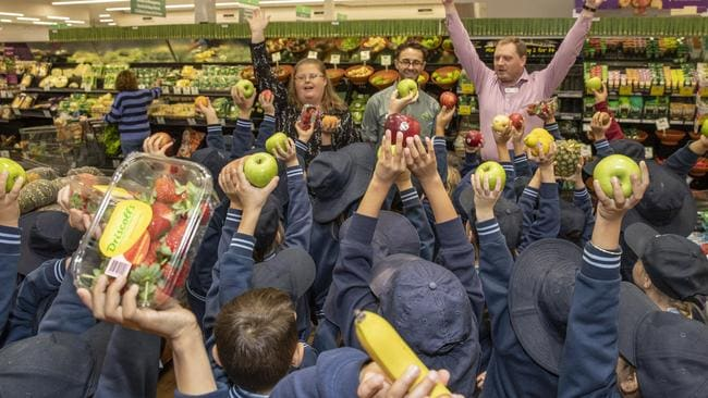 A Woolworths Discovery Tour with local schoolchildren. Picture: Dallas Kilponen