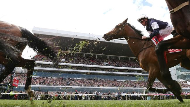 Frankie Dettori on Almandin during the Emirates Melbourne Cup at Flemington Racecourse in Melbourne, Tuesday, November 7, 2017. (AAP Image/George Salpigtidis)