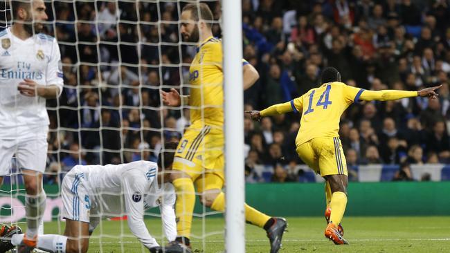 Juventus' Blaise Matuidi celebrates scoring his side's 3rd goal