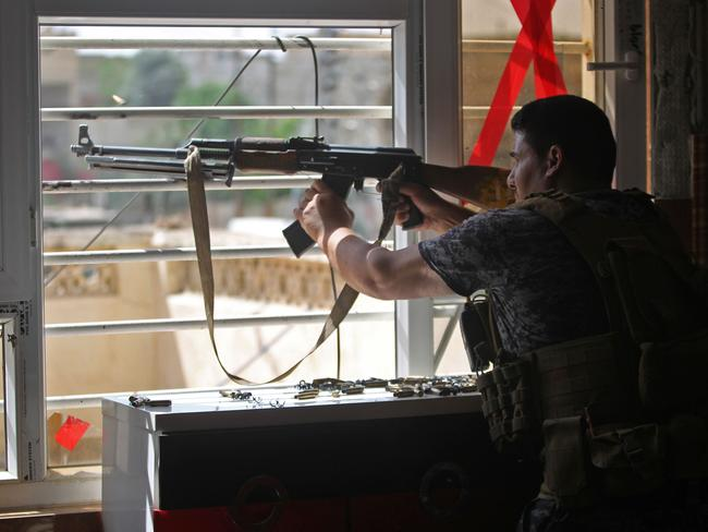 An Iraqi Counter-Terrorism Services fighter holds a position as they advance towards Mosul's western Rifai neighbourhood. Picture: AFP/Ahmad al-Rubaye
