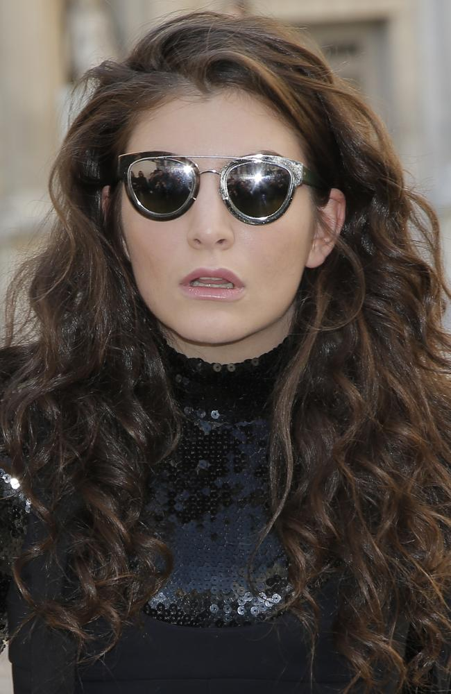 Lorde arrives at Christian Dior's ready-to-wear fall-winter 2015-2016 fashion collection.