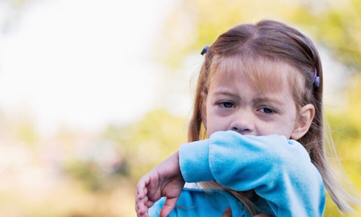 Experiment shows why we should cough into our elbow
