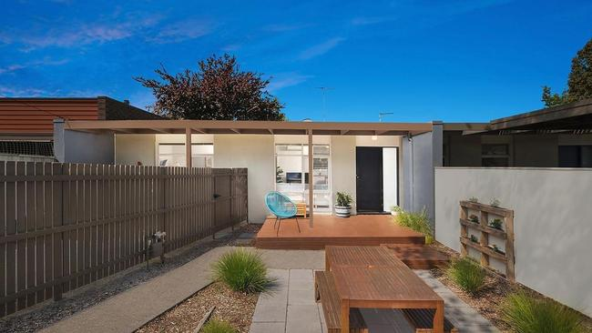 An investor paid $430,000 for 85 Buckingham Rd, Newtown at auction.