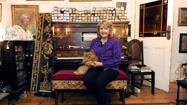 Antique dealer Robin Kelly owned the two stores for 40 years.