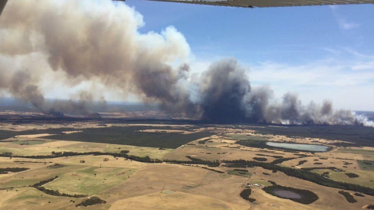 Uncontrolled Kangaroo Island bushfire threatening lives, homes