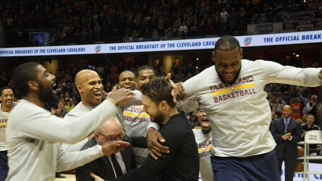Delly was mobbed by his former Cavs teammates