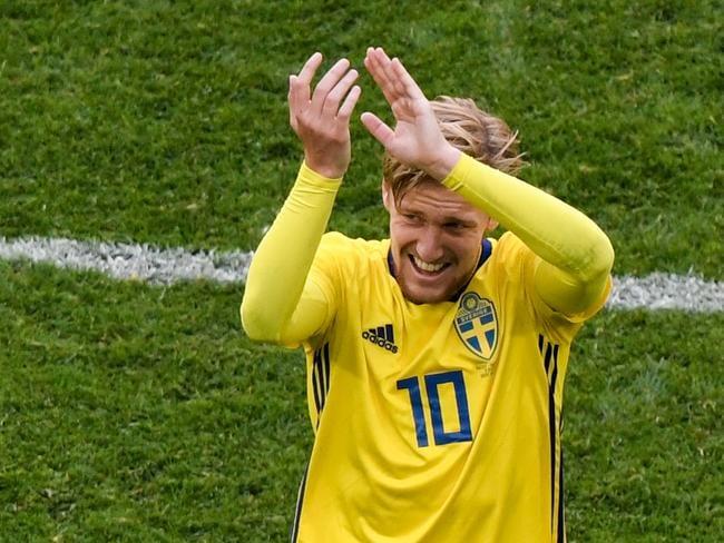 TOPSHOT - Sweden's midfielder Emil Forsberg. / AFP PHOTO / GABRIEL BOUYS