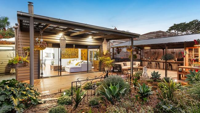 52 Wallace St, Preston sold for $1.285 million — well over reserve.