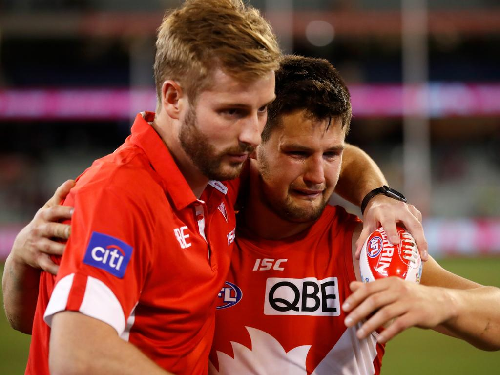 Alex Johnson and Nic Newman. (Photo by Michael Willson/AFL Media)