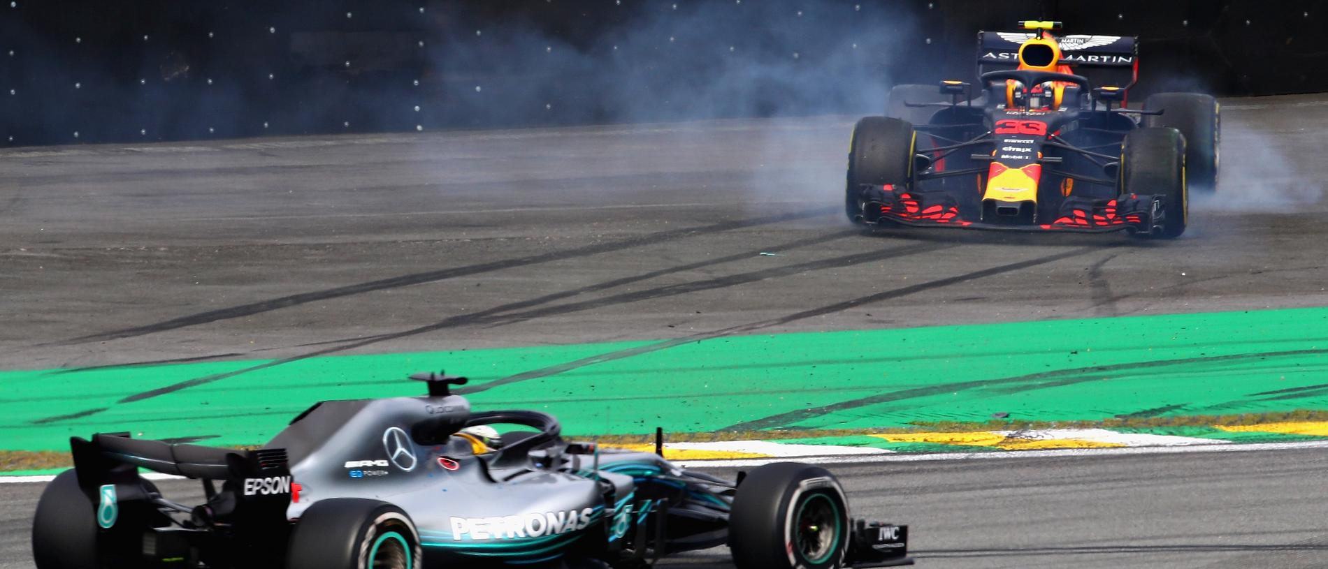 SAO PAULO, BRAZIL - NOVEMBER 11: Lewis Hamilton of Great Britain driving the (44) Mercedes AMG Petronas F1 Team Mercedes WO9 passes as Max Verstappen of the Netherlands driving the (33) Aston Martin Red Bull Racing RB14 TAG Heuer spins after crashing during the Formula One Grand Prix of Brazil at Autodromo Jose Carlos Pace on November 11, 2018 in Sao Paulo, Brazil. (Photo by Mark Thompson/Getty Images)