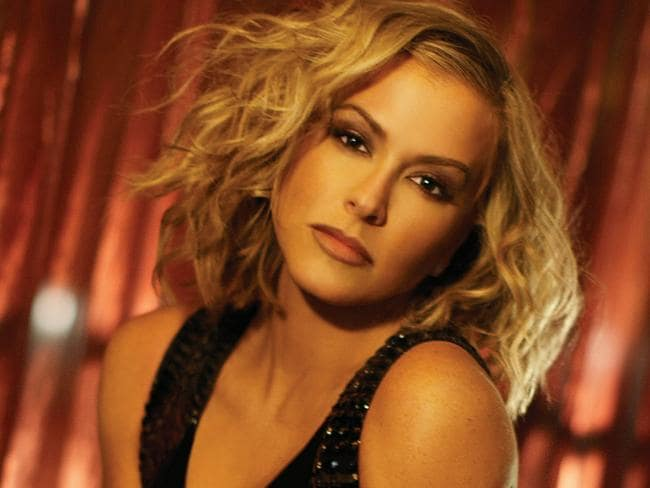 Anastacia lost the trademark specs a few years back.
