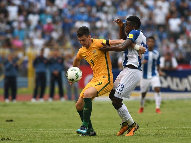 Australia's Tomi Juric (L) and Honduras' Johnny Palacios