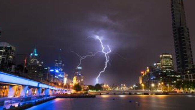 The storm hits Melbourne last night. Picture: Twitter @LooseBall00n / Nigel Killeen