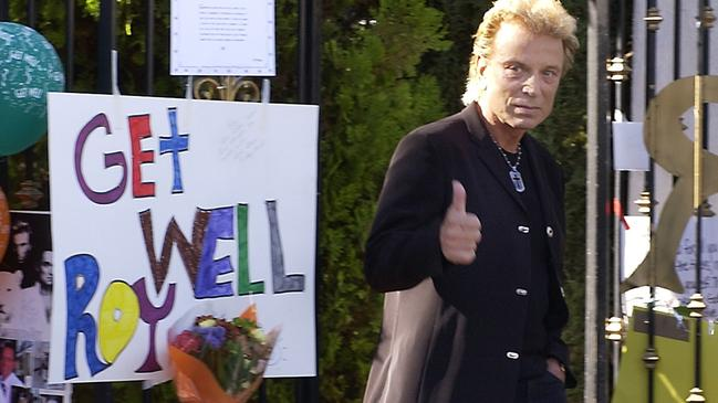 Siegfried gave a thumbs up to fans as he left Roy's home in Las Vegas after the horror attack. Picture: AP Photo/Laura Rauch