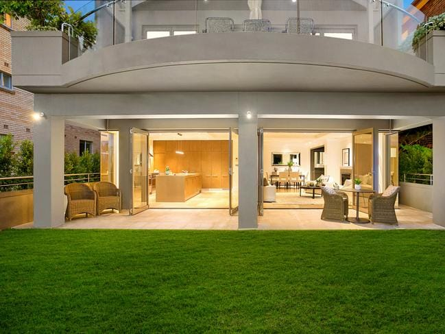 No. 1/814 Military Rd in Mosman sold for $300,000 above reserve.