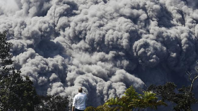 A huge ash plume rises from the summit of Kiluaea volcano as seen from a country club in Volcano. Picture: AP