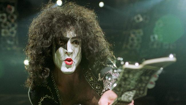On the lowdown ... he may be a ladies' man, but Paul Stanley says he doesn't kiss and tell.
