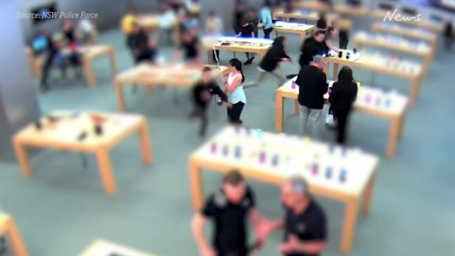 Teens caught on camera stealing display model Apple watches