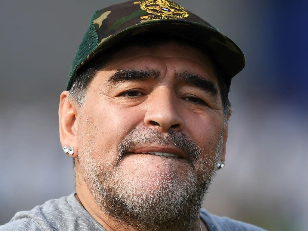 Argentine footballer Diego Maradona gestures during a football workshop with school students in Barasat, around 35 Km north of Kolkata on December 12, 2017. Maradona is on a private visit to India. / AFP PHOTO / Dibyangshu SARKAR