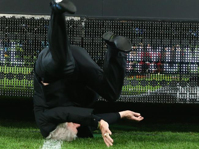 Frank Lowy falls off stage at the A-League Grand Final.