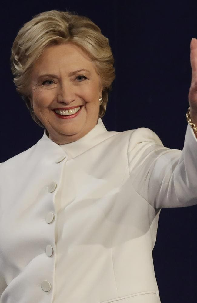 Hilary completed her patriotic pantsuit look, by wearing white to the third and final Presidential debate.