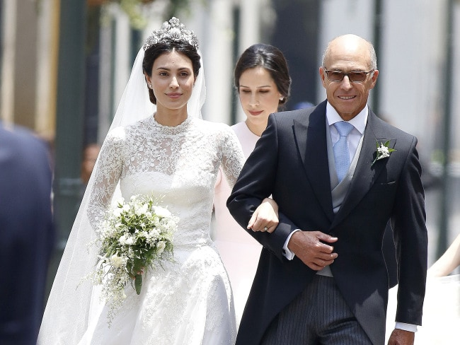 The bride Alessandra de Osma and arrives with her father Felipe de Osma Berckemeyer. Photo: Elkin Cabarcas / MEGA