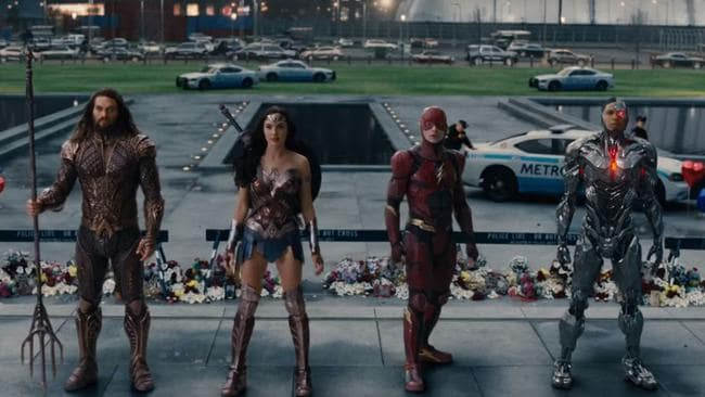 Aquaman, Wonder Woman, The Flash and Cyborg team up.
