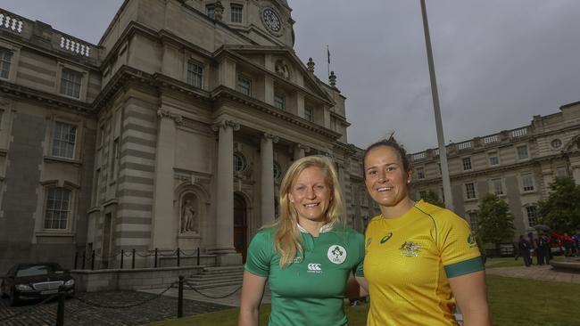 Ireland captain Claire Molloy and Australia skipper Shannon Parry.