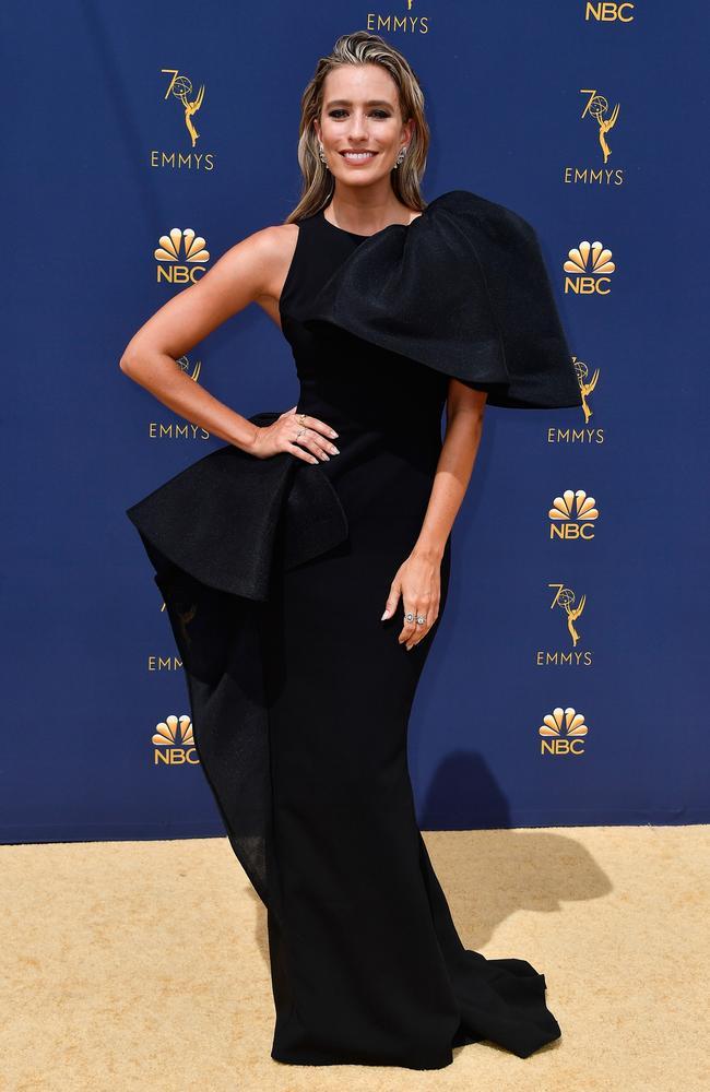 La presentadora de televisión australiana Renee Bargh opta por un vestido dramático.  Imagen: Getty