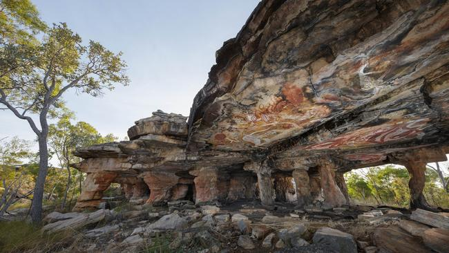 John Gollings' Ancient rock art, Nawarla Gabarnmang, Arnhem Land (2015). Image courtesy Heide Museum of Modern Art