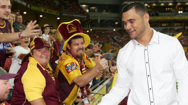 Jharal Yow Yeh says goodbye to Brisbane fans at Suncorp Stadium. Picture: Jono Searle