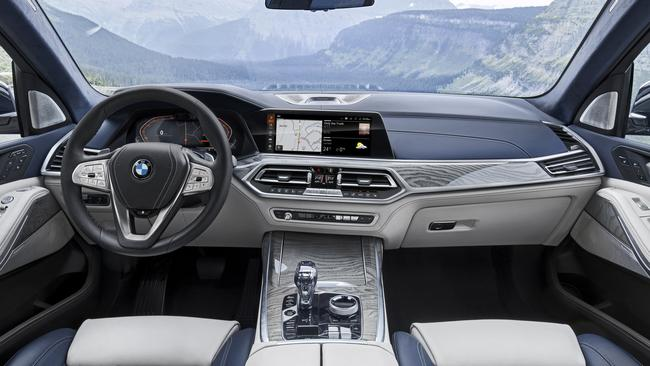 The X7 gets BMW's latest infotainment technology.