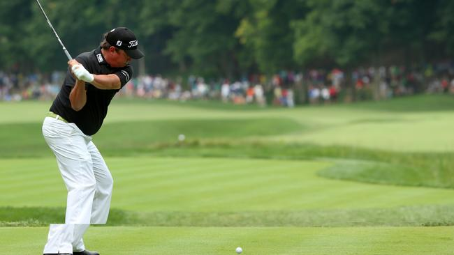 Jason Dufner plays the front nine at Valhalla before withdrawing with a neck injury.