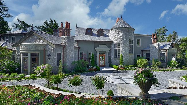 The owner of the Canadian mansion Harry and Meghan stayed in remains a mystery. Picture: The Sun