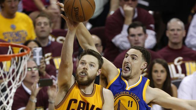 NBA Finals, Matthew Dellavedova video: Social media reacts to Game 3 | Fox Sports