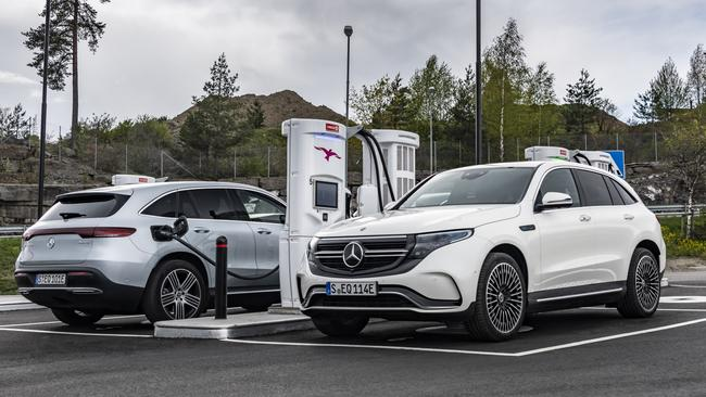 Mercedes expects customers to make use of free fast charging.