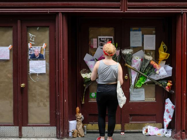 People leave tributes at Brasserie Les Halles, where Anthony Bourdain used to work. Picture: Getty Images/AFP