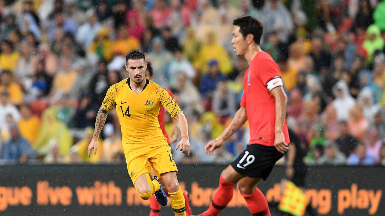 Jamie Maclaren of the Socceroos (left) eyes the ball held by Kim Younggwon of Korea Republic