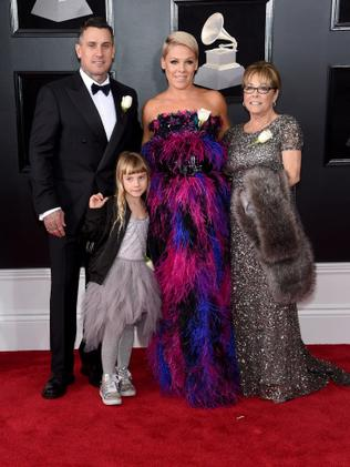 NEW YORK, NY - JANUARY 28: (L-R) Carey Hart, Willow Sage Hart, recording artist Pink, and Judith Moore attend the 60th Annual GRAMMY Awards at Madison Square Garden on January 28, 2018 in New York City. (Photo by Jamie McCarthy/Getty Images)