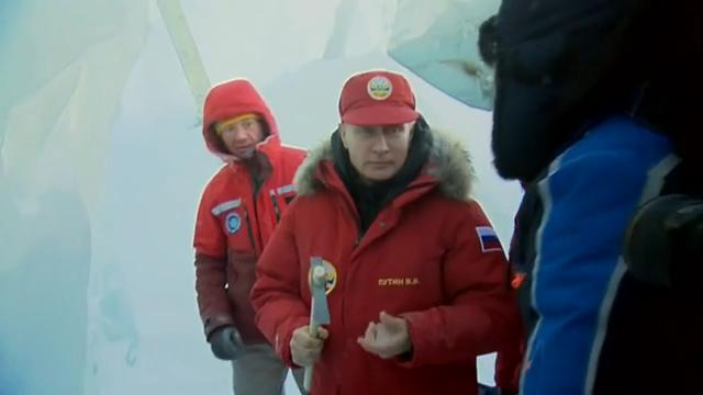 Putin tours Arctic archipelago soon home to military base