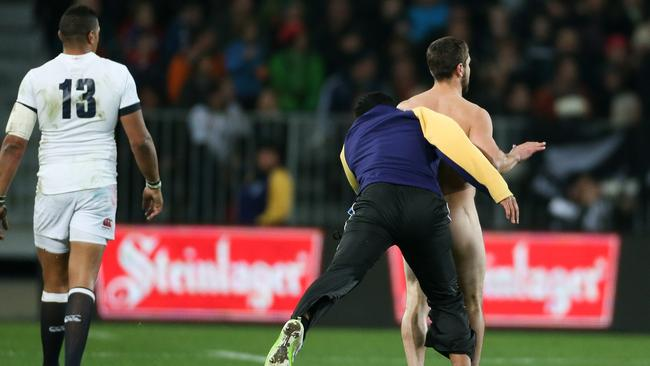 Streaker tackled by security guard in England vs New