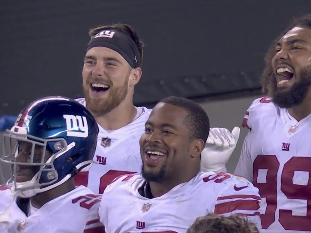 NY Giants players couldn't contain their laughter as quarterback Daniel Jones hilariously failed to score a touchdown.