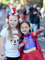 2018 Credit Union Christmas Pageant. Photo: AAP Image/Dean Martin. Matilda Brougham, 8, and Keleis Ferris, 5. Photo Naomi Jellicoe