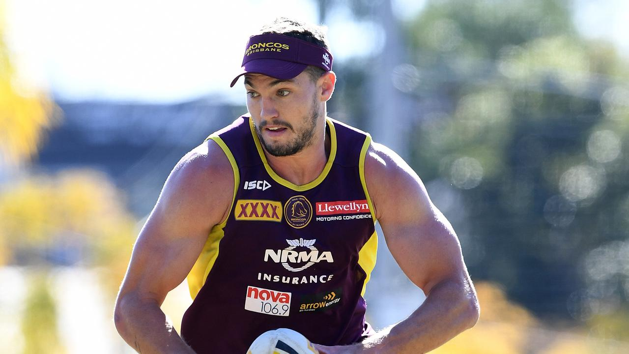 Corey Oates has recommitted to the Brisbane Broncos.
