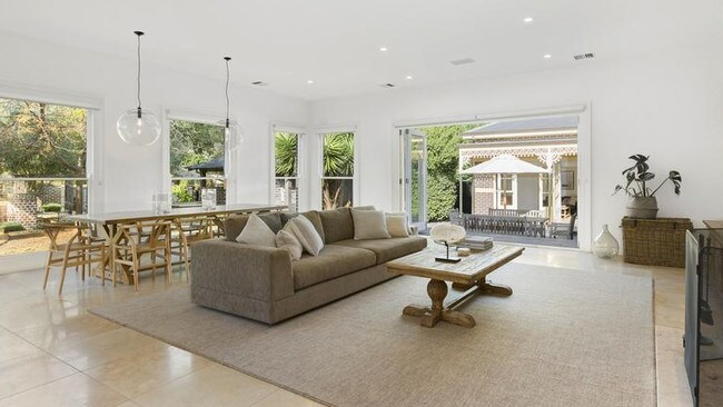 Inside 741-743 Point Nepean Rd.