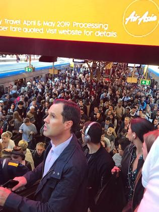 Flinders St station flooded with commuters. Picture: Gigi Sam/Twitter