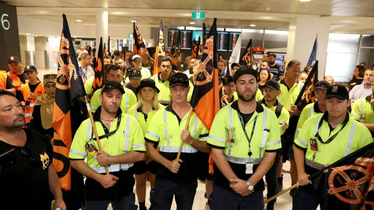 Jetstar workers walk off the job amid pay dispute