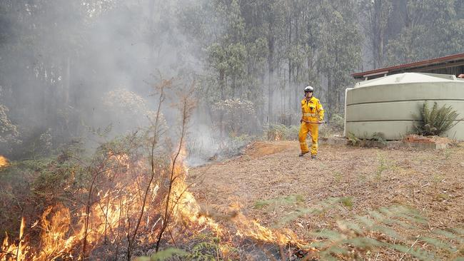 Back burn at the top of Donnellys Rd, Geeveston, to protect a house. Picture: RICHARD JUPE
